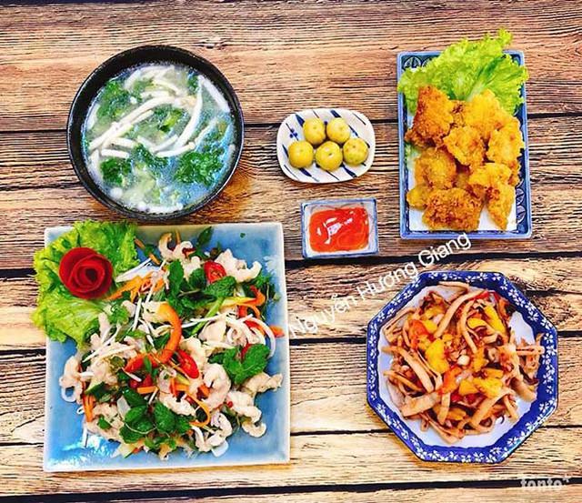 Không chỉ dầu tư về chất lượng món ăn, chị Giang còn tậu rất nhiều bộ bát đĩa xinh xắn.