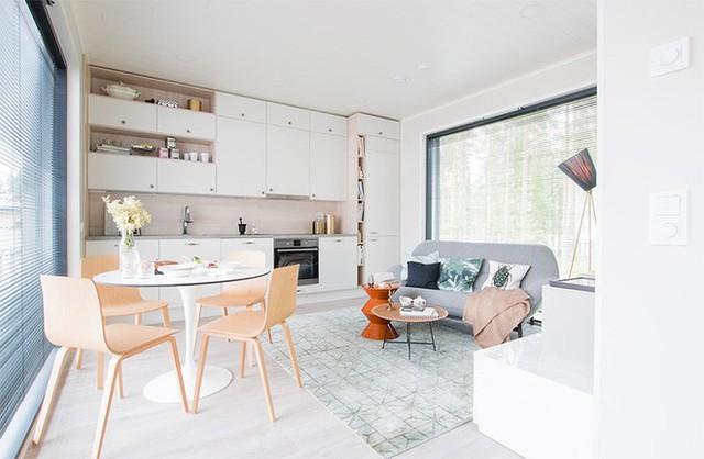 Góc sofa màu ghi với kích thước nhỏ gọn tạo điểm nhấn hiện đại, vô cùng đặc biệt cho không gian nhỏ.