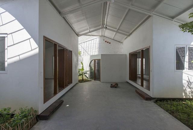 Không gian phía sau gồm 2 phòng ngủ và 1 phòng vệ sinh.