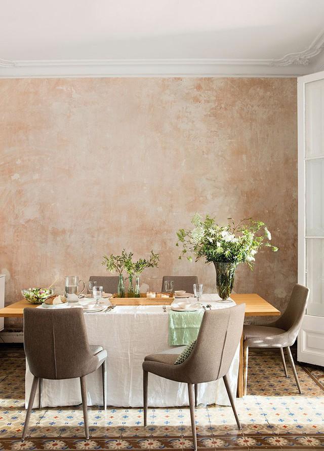 6. Bài trí chút cây lá xanh lên bàn ăn cũng là một cách giúp bàn ăn của bạn thêm đẹp.