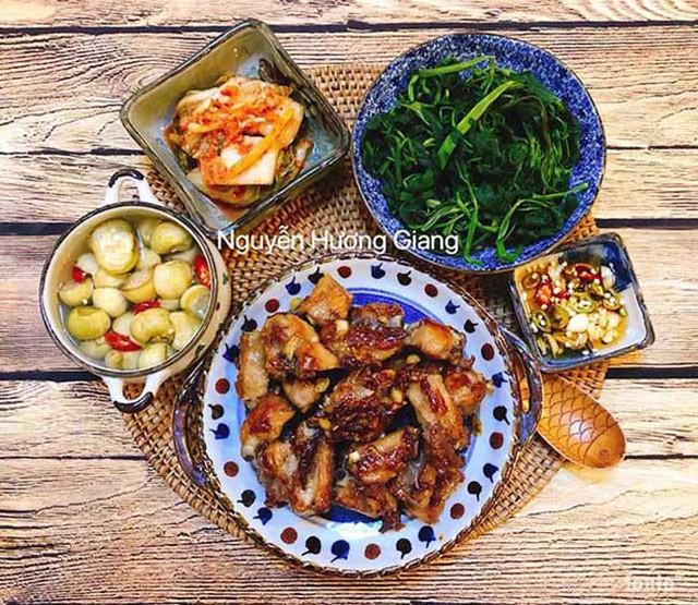Cũng như bao chị em phụ nữ khác, chị Giang học hỏi kinh nghiệm nấu ăn từ chính gia đình của mình.