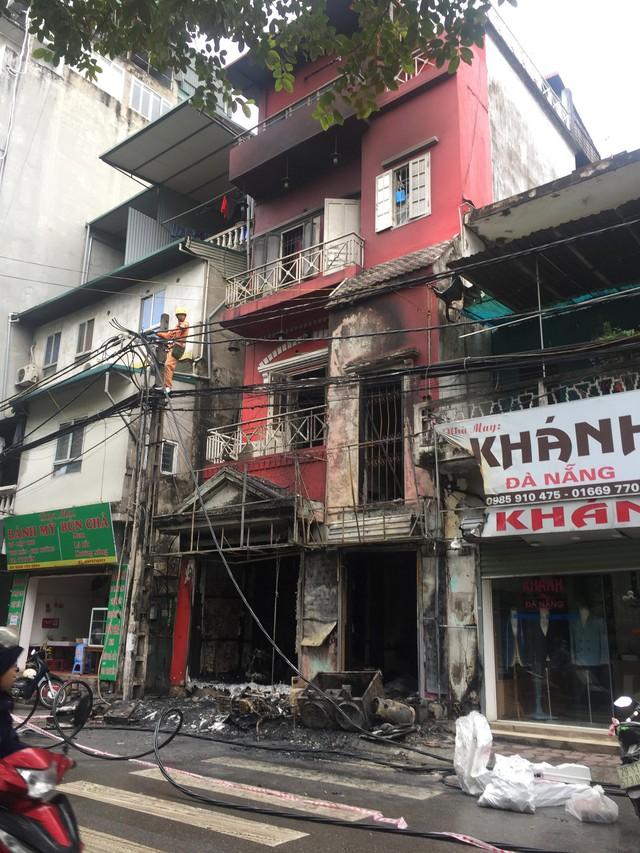 Ngôi nhà 4 tầng bị cháy rụi. Ảnh: TN