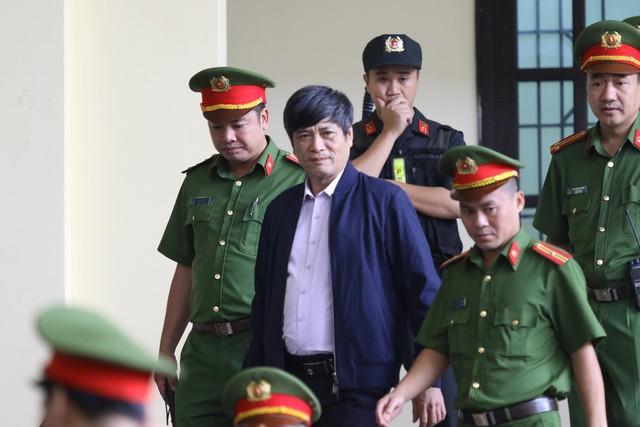Bị cáo Nguyễn Thanh Hóa được đưa đến phiên xử. (ảnh: HC)