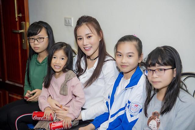 Phương Oanh rất bất ngờ vì nhiều em nhỏ cũng theo dõi Quỳnh Búp Bê và yêu thích vai diễn của cô.