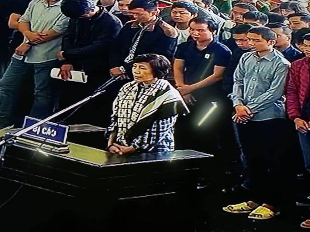 Bị cáo Phan Thu Hương - dì ruột của Phan Sào Nam. Ảnh: NĐT