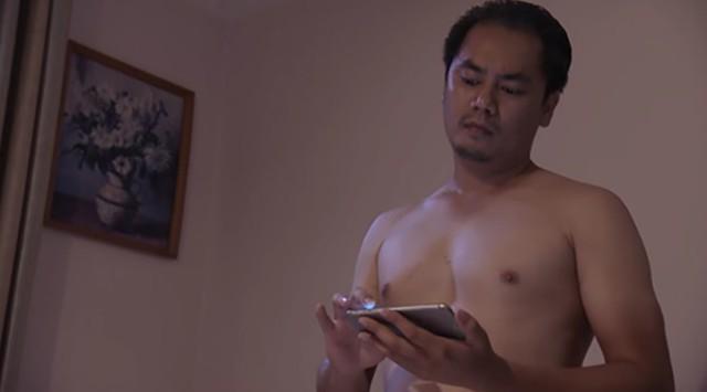 Vai bố dượng bệnh hoạn của Quỳnh do diễn viên Đồng Thanh Bình thể hiện.
