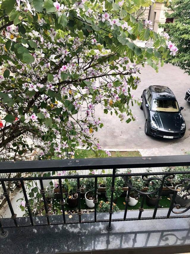 Trên trang cá nhân gần đây, Mỹ Dung chia sẻ ảnh biệt thự màu trắng của gia đình cô tại Hà Nội.