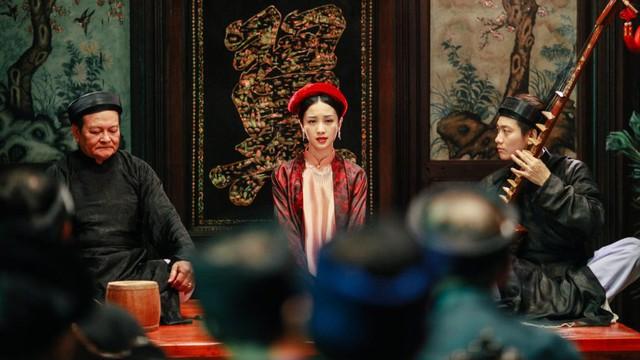 """Jun Vũ trong vai ả đào phim """"Người bất tử""""."""