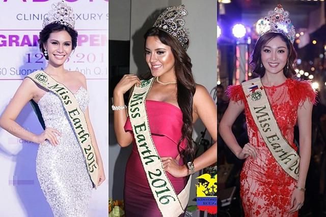 Khác với Phương Khánh, các hoa hậu tiền nhiệm đều dễ dàng sử dụng thiết kế đắt giá này. Miss Earth 2015 (trái) và 2017 (phải) đội vương miện khi sang Việt Nam tham gia một sự kiện của nhãn hàng. Riêng Miss Earth 2016 khi trở về quê nhà Ecuador sau đăng quang cũng xuất hiện cùng vương miện.