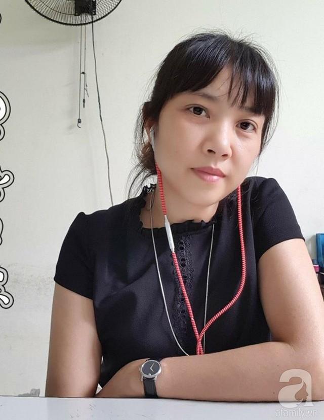 Bà mẹ hai con Dương Kim Oanh trồng cả vườn rau quả sạch tươi tốt trên sân thượng của gia đình.