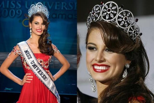 Vương miện Diamond Nexus cũng có hai phiên bản được Hoa hậu Hoàn vũ 2009 - Stefanía Fernández (ảnh) đội trên đầu trong đêm đăng quang và các hoạt động sau đó.