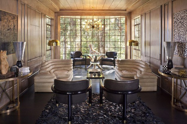 Mẫu ghế sofa cong ấn tượng khiến không ai không chú ý bên trong căn phòng gia đình.