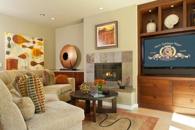 Đi đôi với những bộ ghế sofa cong, kiểu bàn tròn được nhiều gia đình lựa chọn cho phòng khách.