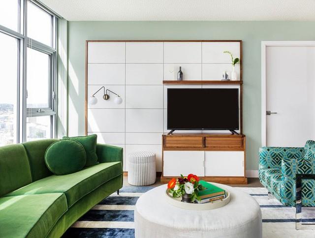 Tương tự với ghế sofa truyền thống thì ghế sofa cong cũng được làm từ khung gỗ tự nhiên và được bọc vải nỉ, vải nhung hay da.