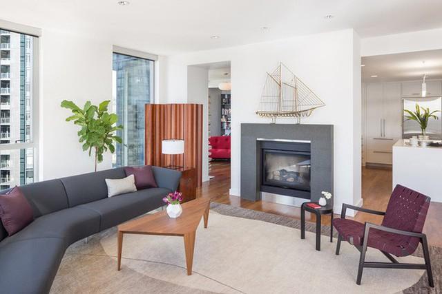 Mẫu ghế sofa cong được lựa chọn cân đối với thiết kế phòng khách của gia đình.