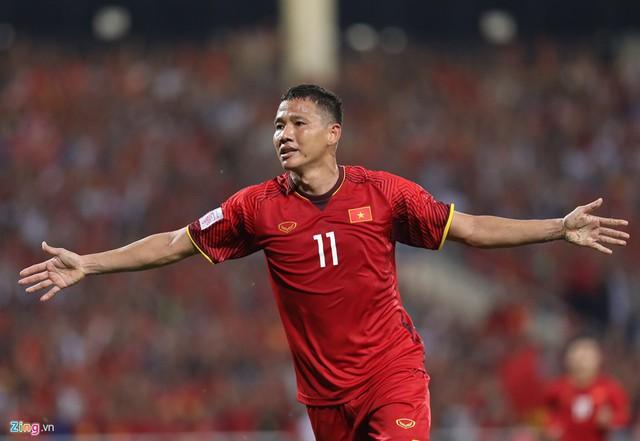 Lão tướng Anh Đức ăn mừng bàn thắng ấn định chiến thắng 2-0 cho ĐT Việt Nam. Ảnh Zing.vn