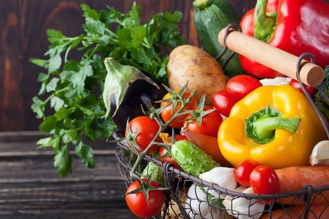 Các cầu thủ không nên ăn những thực phẩm họ cà như cà chua, khoai tây, ớt, cà tím... trước khi thi đấu. Ảnh: Medicalnewstoday.