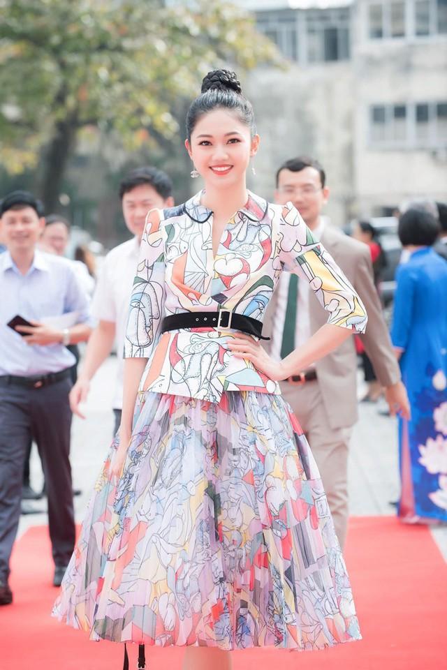 Hình ảnh mới nhất của Á hậu Thanh Tú vào sự kiện sáng 16/11.
