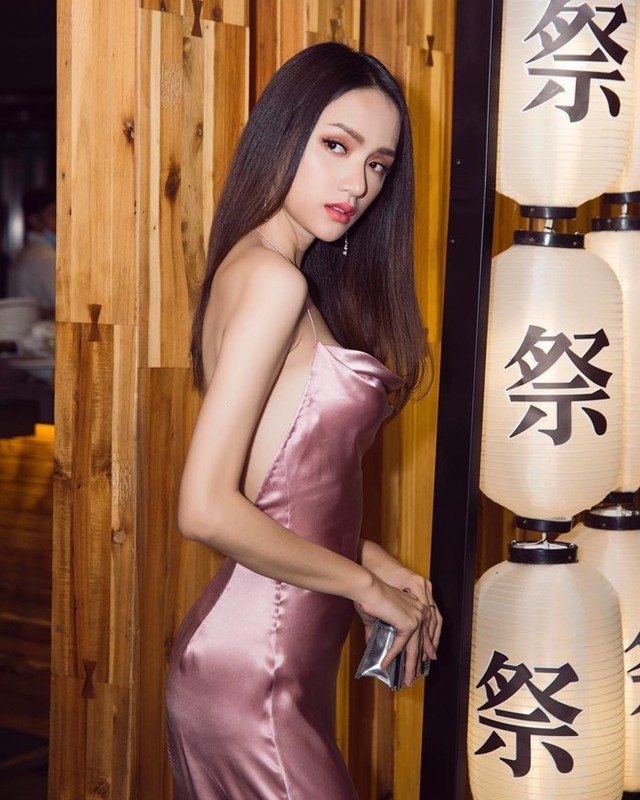 Recently, Miss Huong Giang's fans are disturbing because the body is in a hurry. They are increasingly thin when they share the new image. It can be seen that it is not as full as it was before, and the biceps and shoulders also had a significant reduction.