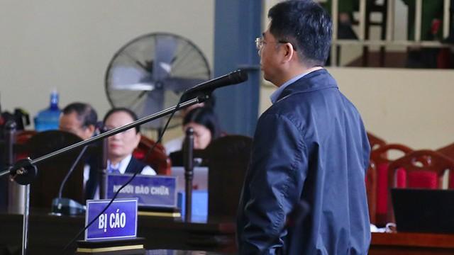 Nguyễn Văn Dương đối mặt với sự xét hỏi của HĐXX. (ảnh: TG)