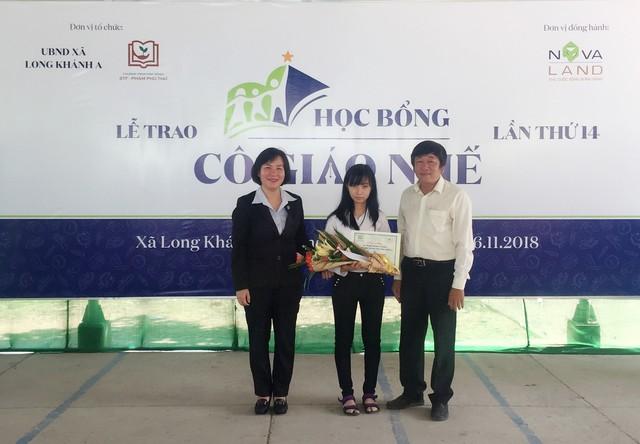 Học bổng Cô giáo Nhế giúp Phạm Thị Đan Thanh viết tiếp ước mơ trở thành cô giáo tiếng Anh.