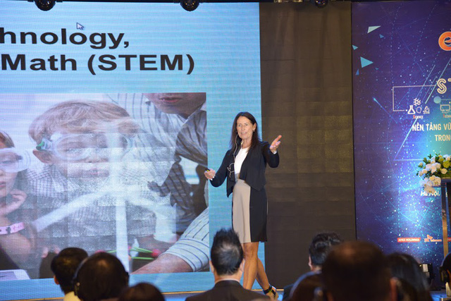 Tiến sĩ Diana Wehrell-Grabowski - chuyên gia hàng đầu thế giới về STEM.