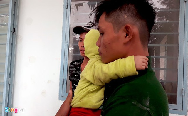 Anh Đặng Quang Hòa chưa tin em mình đã mất. Nguồn: Zing.vn