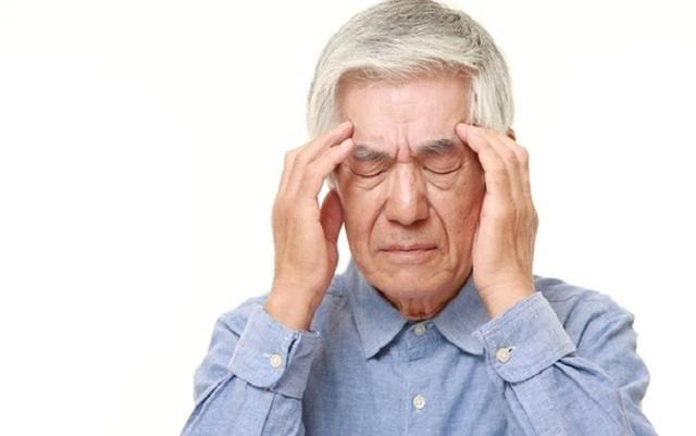 Quá trình lão hóa khiến cho người già, người trung niên bị bệnh thiếu máu não trực tiếp đe dọa.