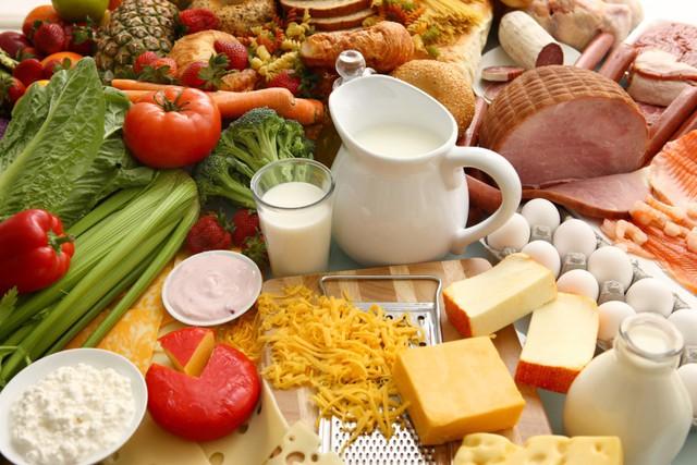 Theo các chuyên gia, thực phẩm, chế độ ăn uống không hợp lý làm gia tăng các bệnh không lây nhiễm. Ảnh minh họa