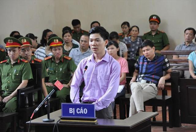 Bị cáo HOàng Công Luwng tại phiên xét xử vào tháng 5/2018 (ảnh tư liệu)