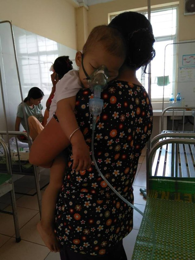 Hiện tại con đang phải điều trị viêm phế quản tại BV Trẻ em Hải Phòng. Sau khi ổn định sẽ phải phẫu thuật tiếp