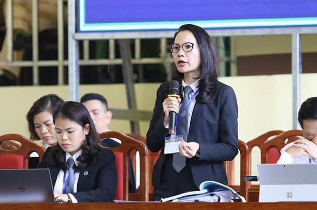 Luật sư Trần Hồng Phúc bào chữa cho bị cáo Dương tại tòa