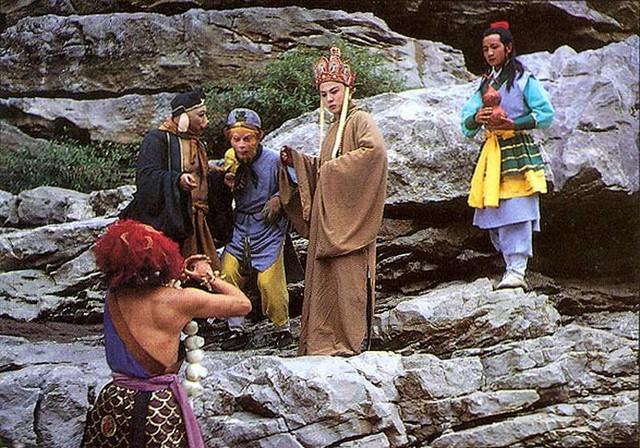 Từ Thiếu Hoa bỏ vai vì không đạt được thỏa thuận về cát xê khiến ê kíp Tây Du Ký bị xáo trộn, phải tìm diễn viên thay thế.