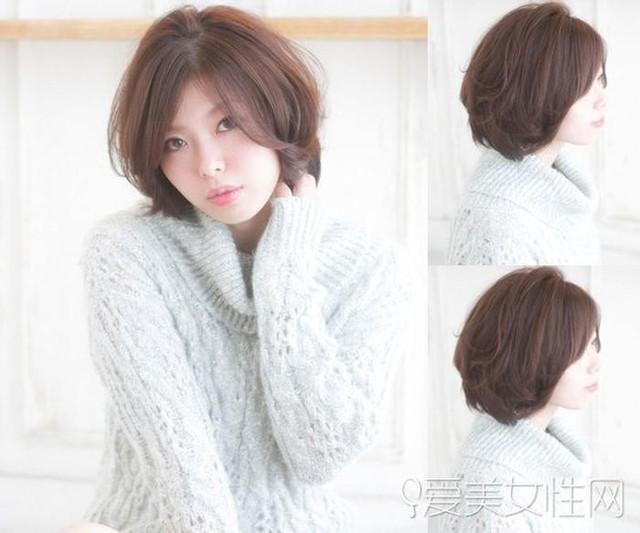 Dịu dàng, quyến rũ và cực kỳ nữ tính với mái tóc bob cắt layer duỗi cúp, kết hợp mái rẽ ngôi uốn bồng bềnh