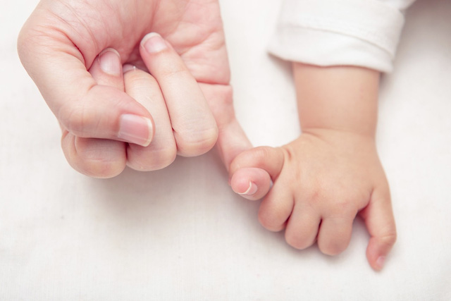 ' Cha mẹ hiện đại ngày nay thường muốn cho con cuộc sống màu hồng, bảo bọc trước mọi khó khăn, đã vô tình kiến con cái trở nên phụ thuộc. '