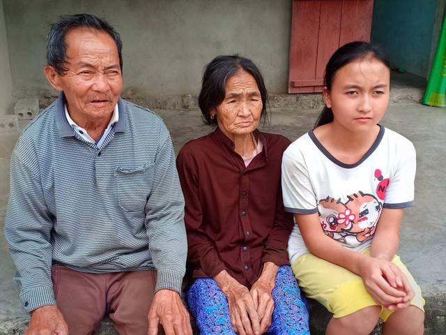 Thân muốn đi làm kiếm tiền nuôi mẹ và chăm sóc ông bà ngoại già yếu. Ảnh:H.DUYÊN