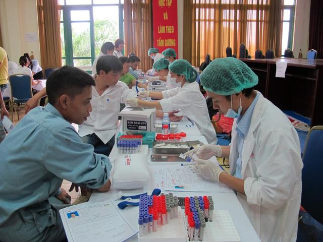 Khám sức khỏe định kỳ cho người lao động ở Hà Nội.