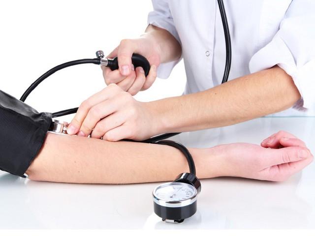Huyết áp cao là một trong những nguyên nhân gây đột quỵ ở người trẻ.