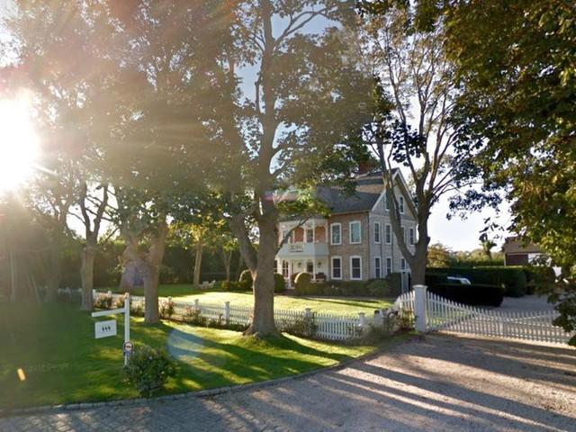 Người dẫn chương trình nổi tiếng của Mỹ - Jimmy Fallon đã mua căn nhà này với giá 5,5 triệu USD năm 2011.