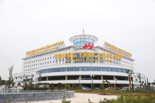 Trung tâm Sản nhi (BVĐK Phú Thọ) nằm cách BVĐK tỉnh khoảng 3km. Trung tâm gồm 2 khối nhà có chiều cao 5 tầng và 7 tầng, được khởi công xây dựng từ tháng 10/2016 trên khu đất quy hoạch gần 7 ha (trong đó, Trung tâm Sản Nhi là 3,7 hecta).