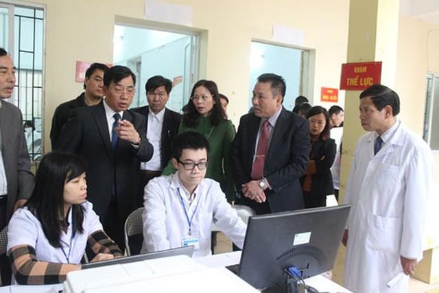 Triển khai thí điểm khám sàng lọc và quản lý sức khỏe bằng hồ sơ điện tử tại Trạm y tế xã Cổ Bi, huyện Gia Lâm. Ảnh: ANTĐ
