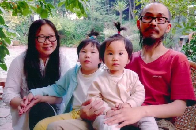Gia đình nhỏ hạnh phúc của cặp vợ chồng yêu nhau từ thời sinh viên.