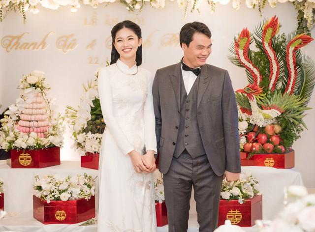Thanh Tú và chồng trong lễ ăn hỏi ngày 22/11.