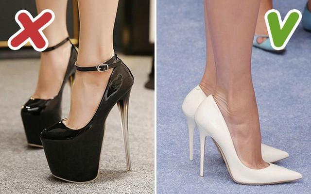 Đôi giày cao gót cục mịch mới chính là thứ phá sóng nhất.