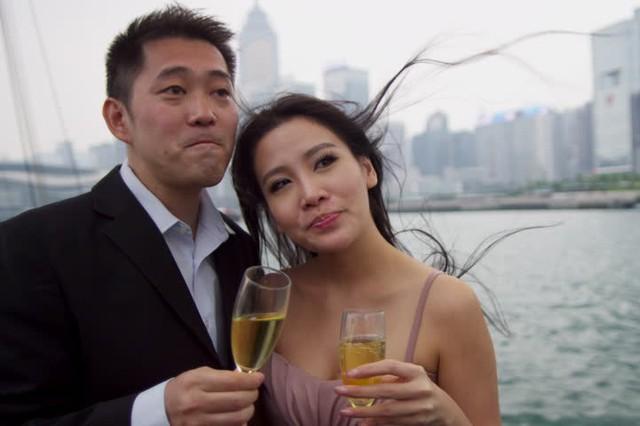Cùng với sự mất cân bằng giới tính, tuổi kết hôn của người dân Hồng Kông cũng muộn hơn trước. Tuổi kết hôn trung bình ở nữ giới là 29.4 tuổi, trong khi nam giới là 31.4 tuổi.