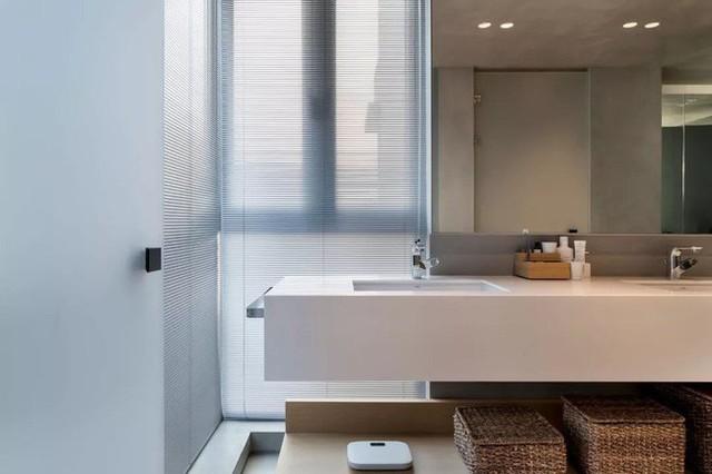 Phòng vệ sinh được thiết kế theo phong cách hiện đại. Từng đường nét cơ bản nhưng vẫn đủ để mọi người cảm nhận về một không gian tinh tế, tiện ích.