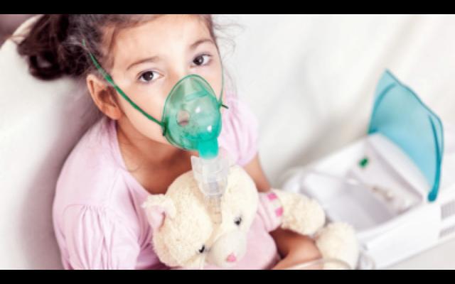 Không lạm dụng xông mũi tại nhà cho trẻ để tránh gây hại. Ảnh: TL