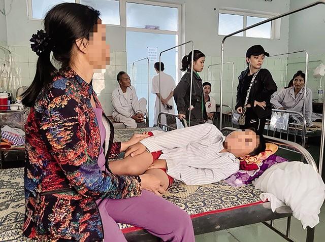 Học sinh Long N bị cô Thủy cho bạn trong lớp tát mỗi bạn 10 cái dẫn đến sưng tím mặt phải nhập viện. Ảnh: TL