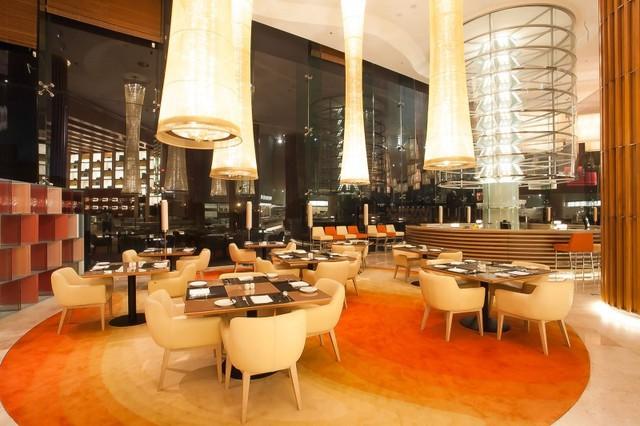 1. JW Café - JW Marriott Hotel Hanoi, 8 Đỗ Đức Dục: JW Marriott Hotel Hanoi là một trong những khách sạn 5 sao cao cấp nhất hiện nay, từng được cựu Tổng thống Obama chọn làm nơi lưu trú trong chuyến thăm Việt Nam năm 2016. Ảnh: @toplist.