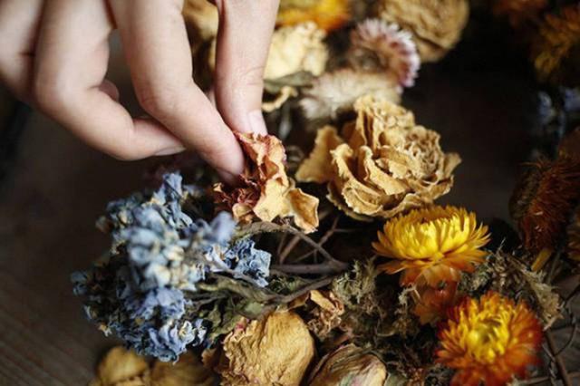 Tự làm hoa khô.